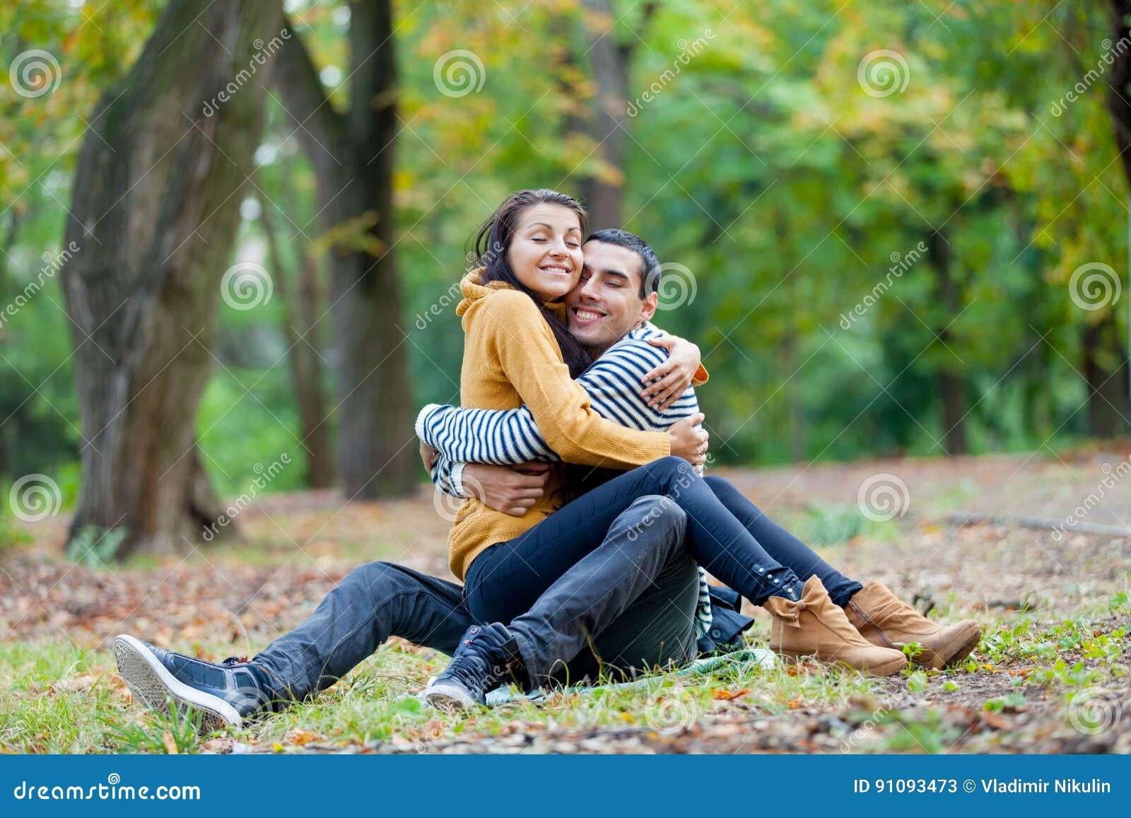 Photo Of Cute Couple Hugging On The Ground Wonderful Autu