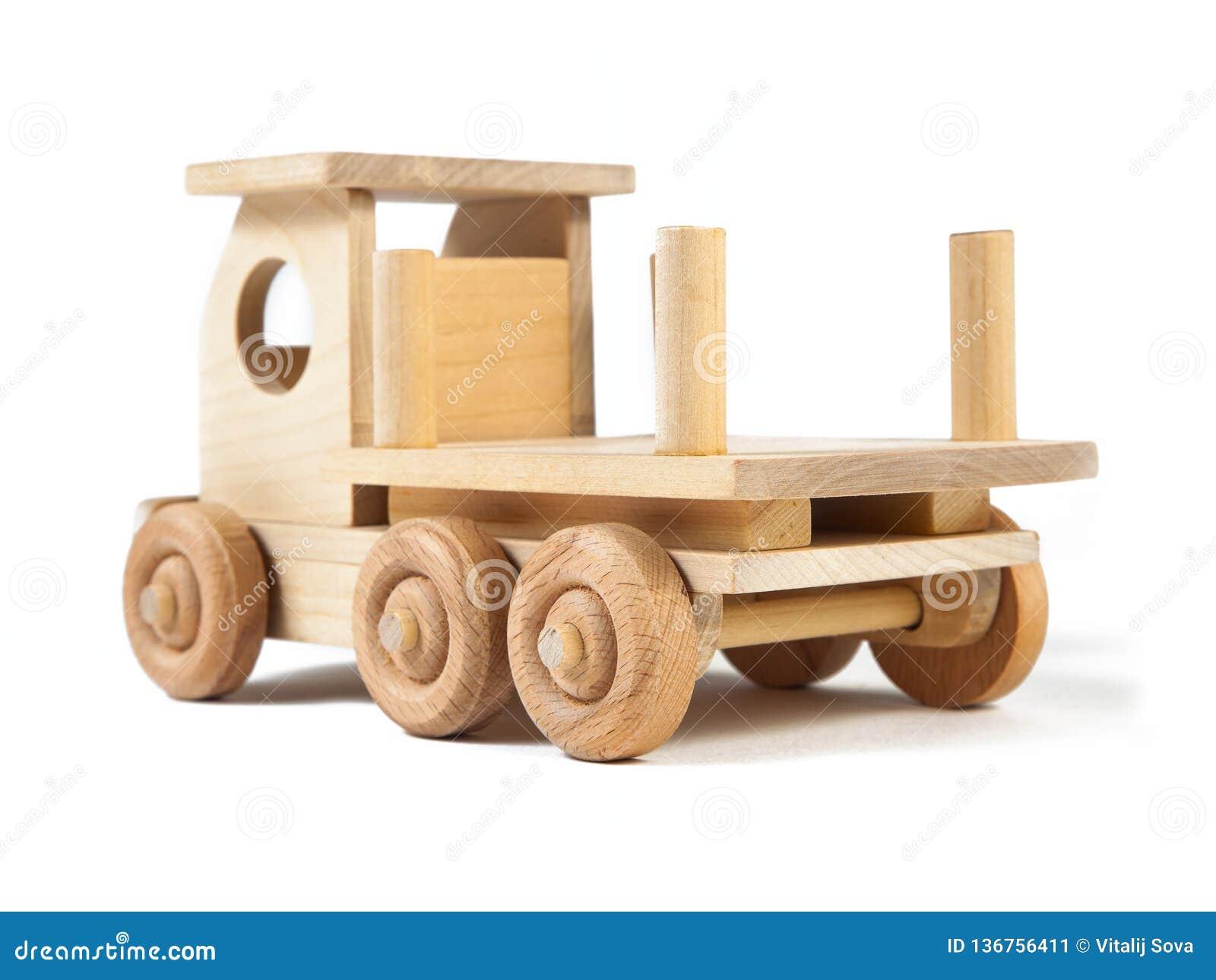 Photo d un camion en bois de jouet