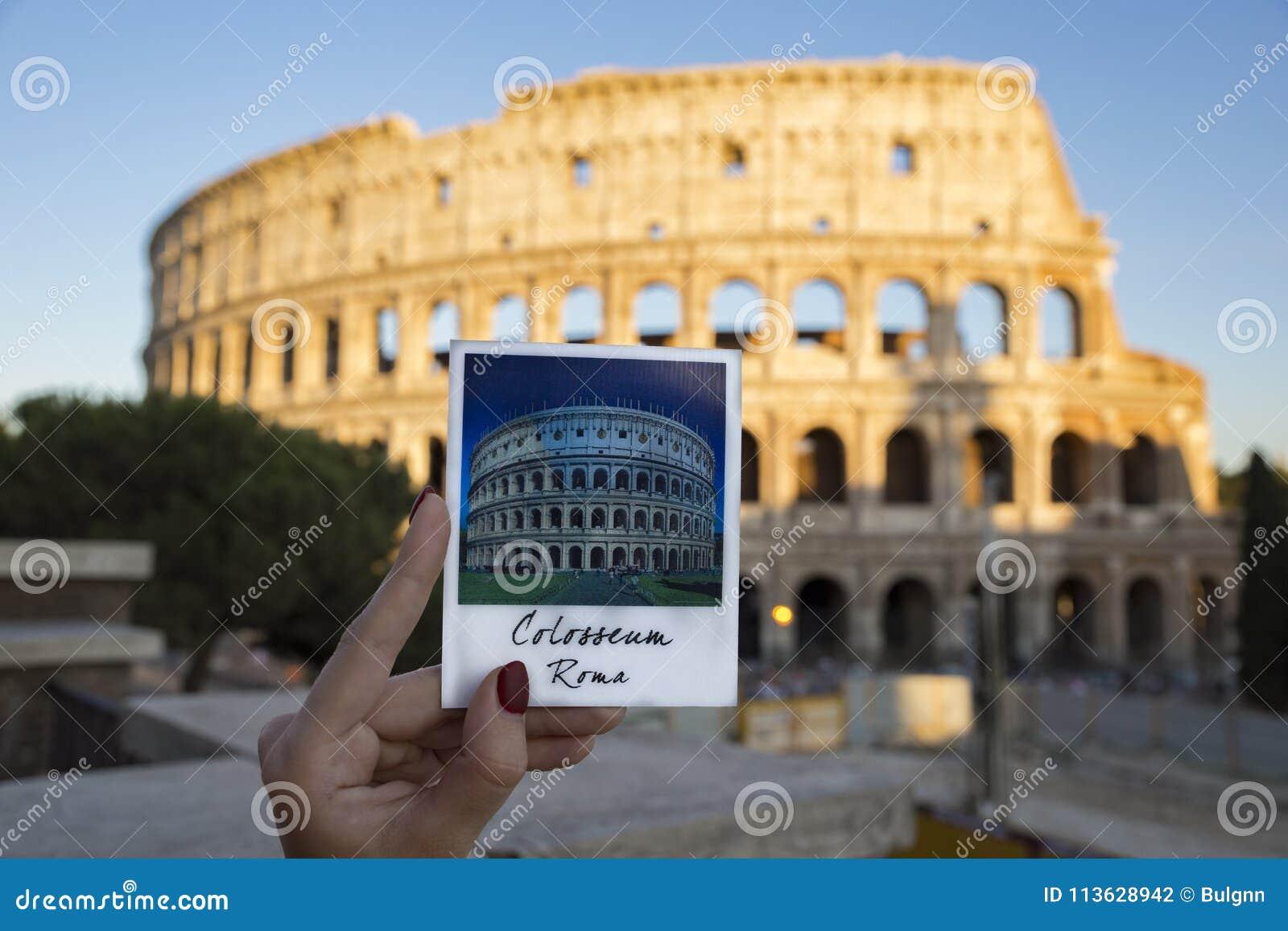 Photo de l aimant avec Colosseum entier avec le vrai colosseum dessus