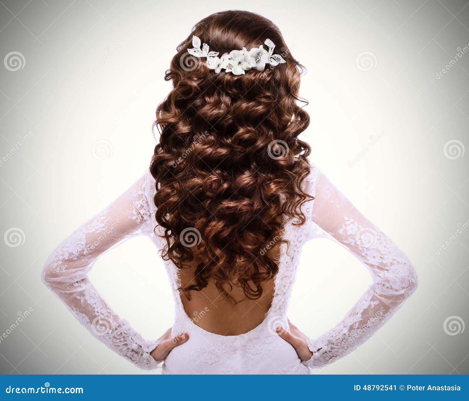 Photo De Longs Cheveux Bruns Boucl 233 S Fille De Brune Dans