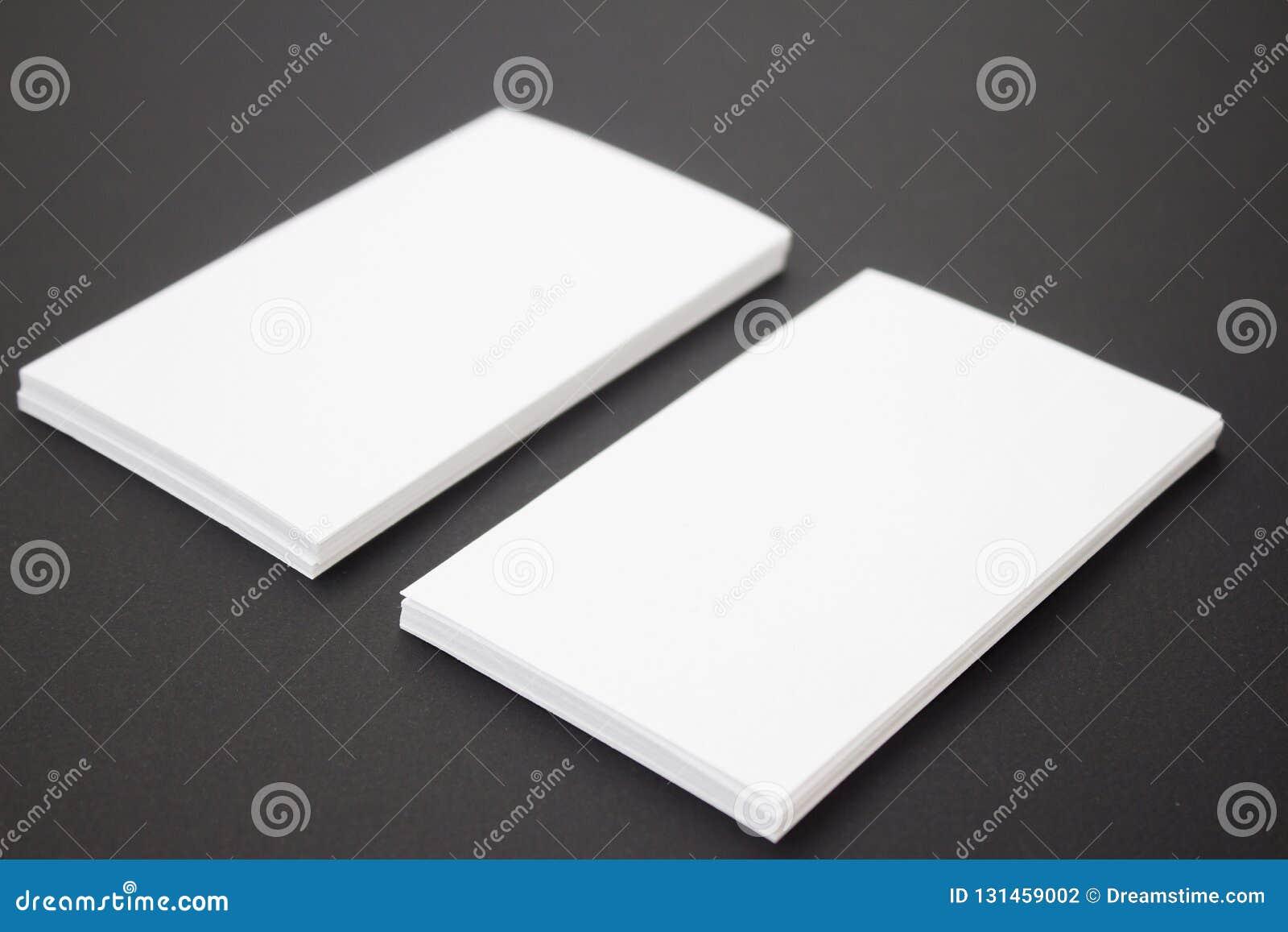 Photo de pile de cartes de visite professionnelle de visite au fond texturisé de papier de métier noir Calibre pour l identité de