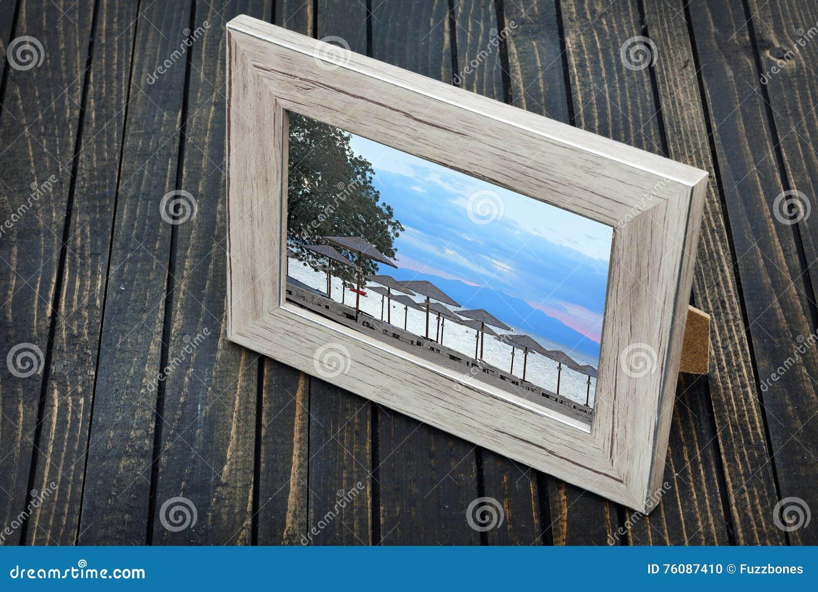 Photo de plage sur la table
