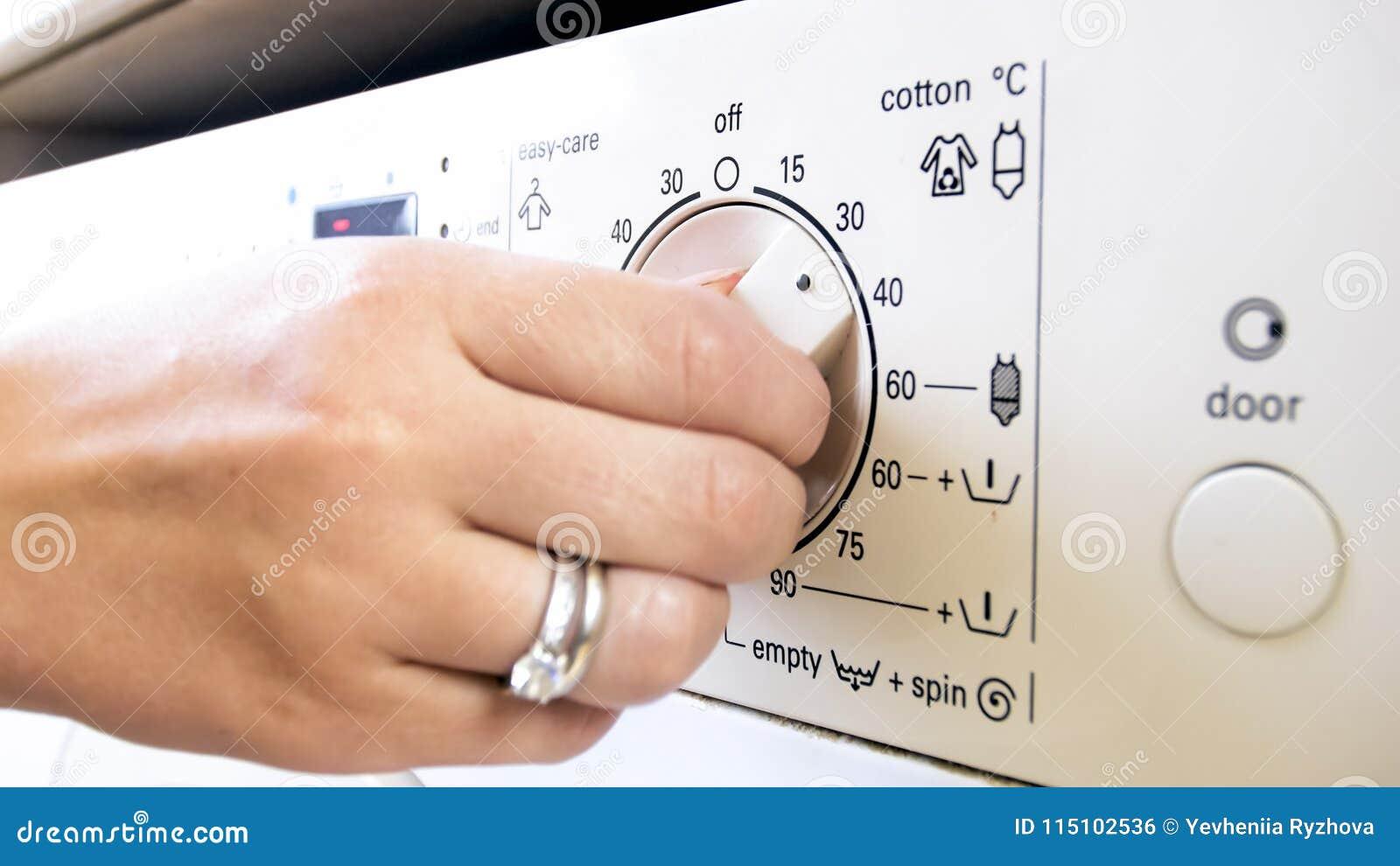 Température Machine À Laver photo de plan rapproché de bouton de commande de rotation de