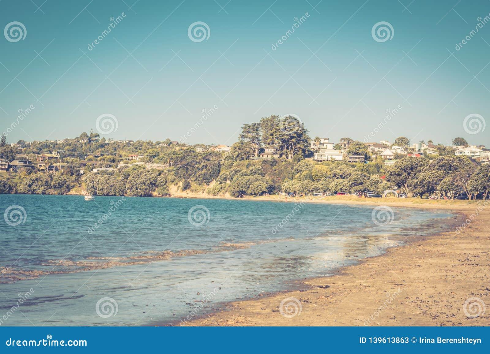 Photo de style rétro d un jour d été parfait à la plage virile