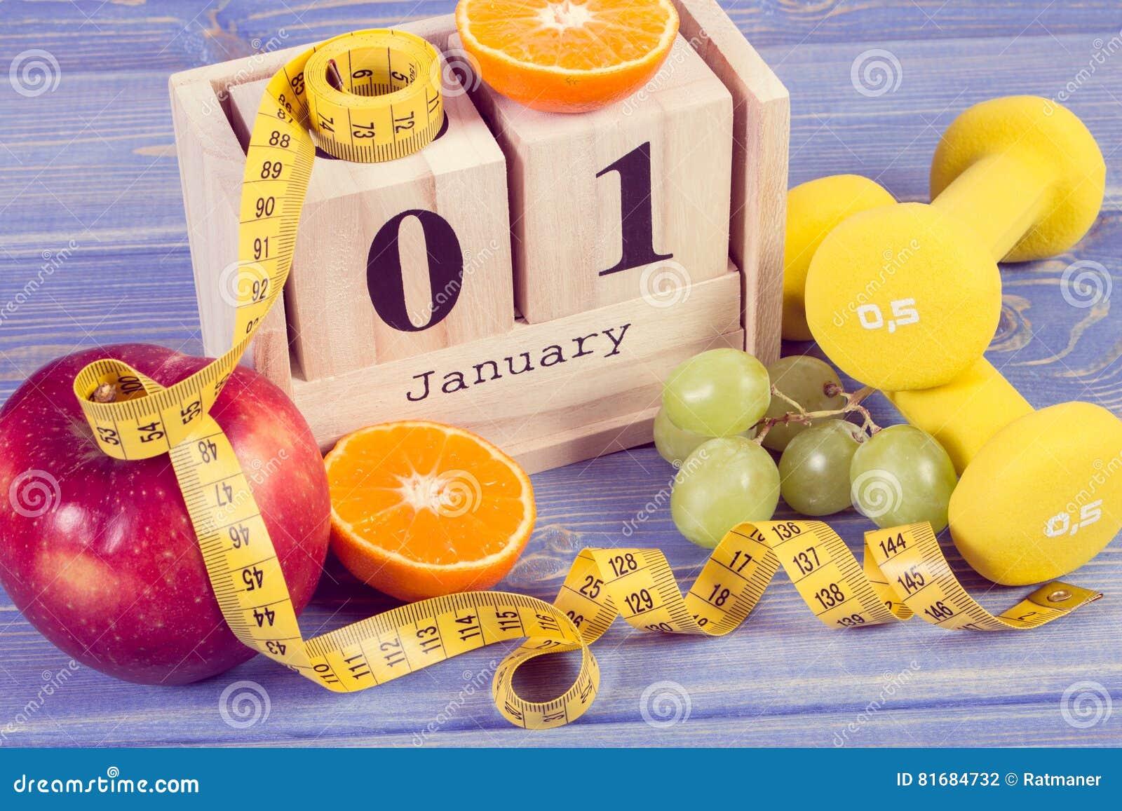 Photo de vintage, calendrier de cube, fruits, haltères et ruban métrique, nouvelles années de résolutions