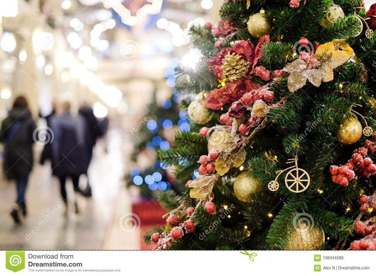 photo of decorated christmas tree with red and gold ornaments - Christmas Tree Red And Gold