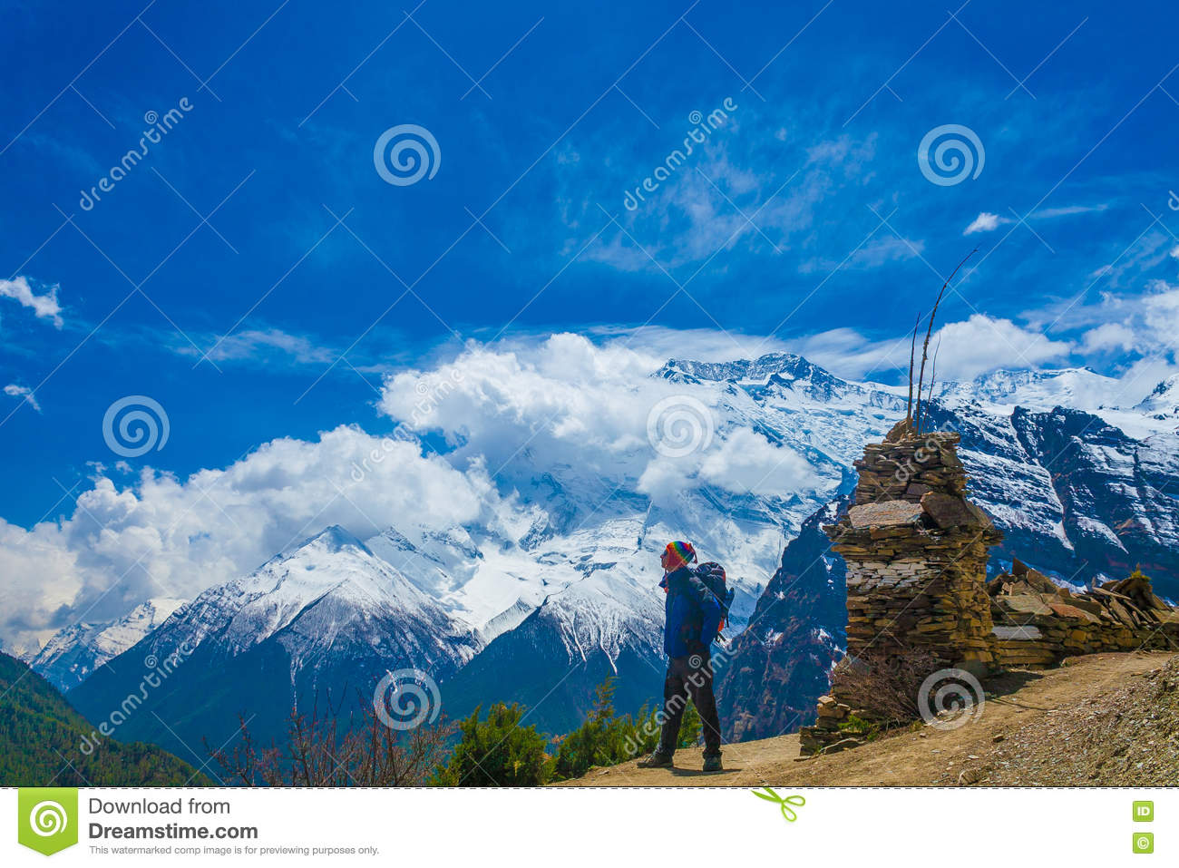 Photo Man Traveler Backpacker Mountains Way.Young Guy Looking Away Take Rest Sunny Terrace Path.Snow Landscape