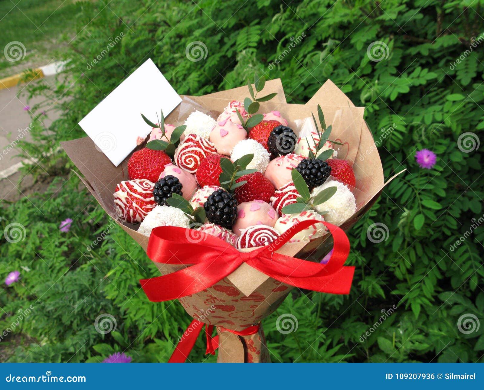 Photo Strawberry Blackberry Berry Sweet Chocolate Bouquet Romantic