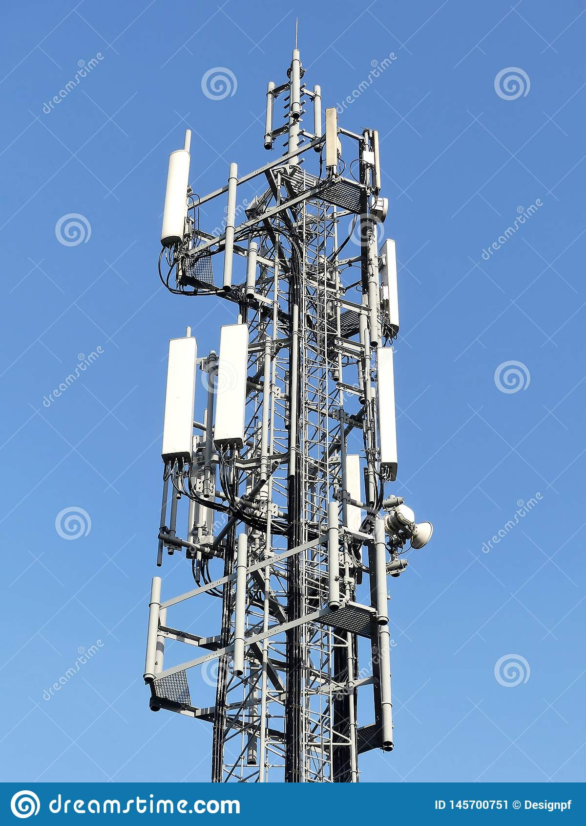 Mobile phone mast by M25 Motorway, Chorleywood