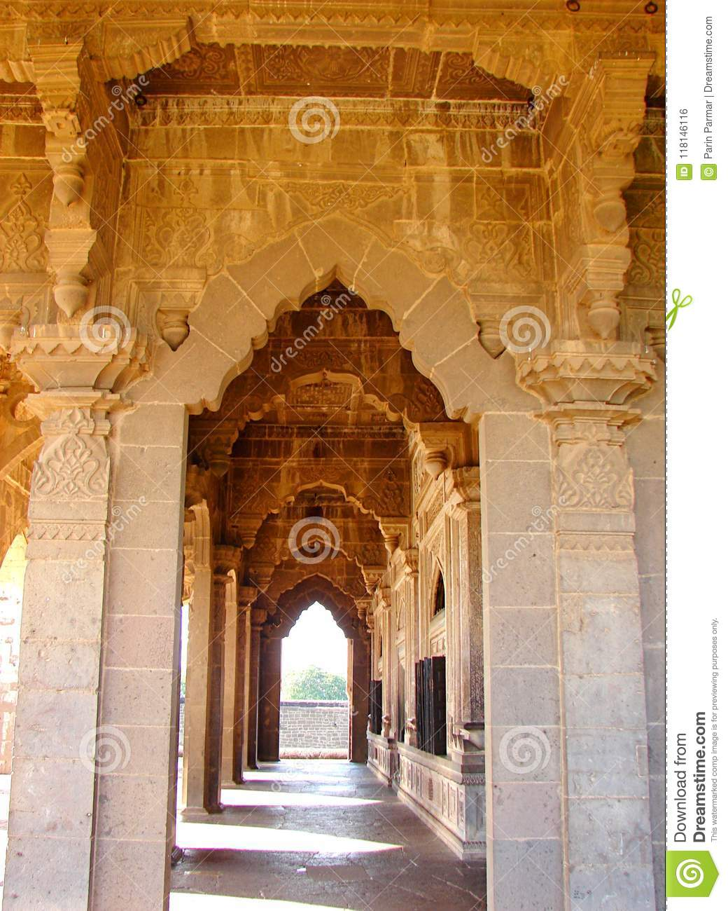 Corridor Made Of Decorative Arches And Patterned Pillars - Ancient