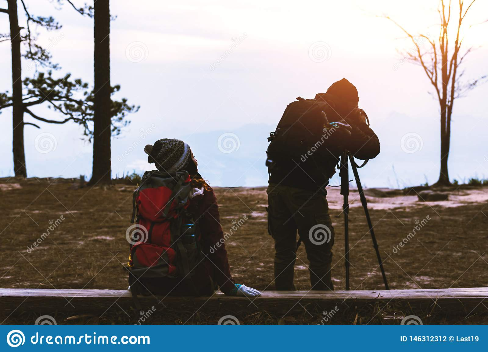 Photographer lover women and men asians travel relax in the holiday. Photograph mountain landscapes atmosphere in the morning. In