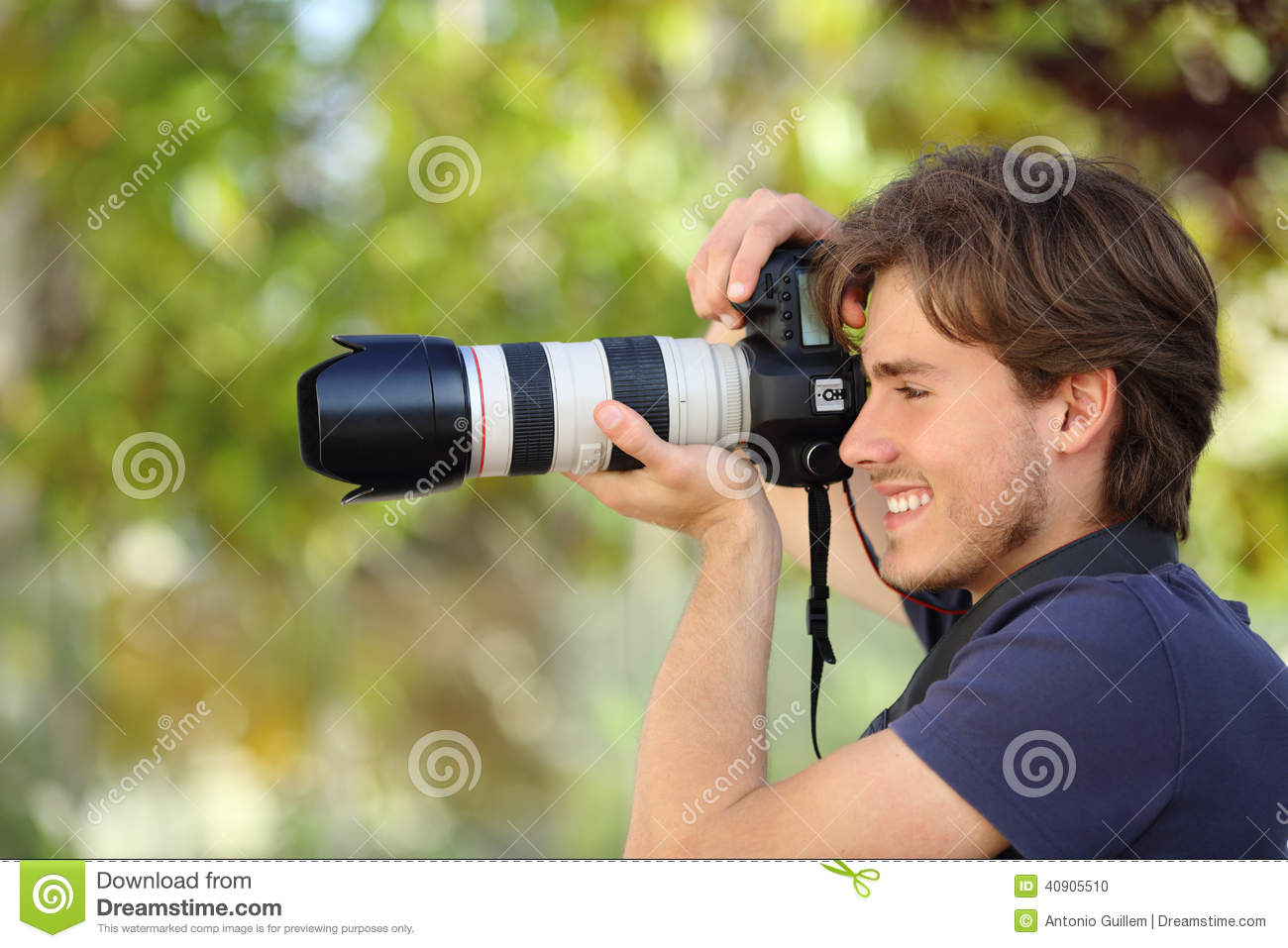 grapher Taking A graph Outdoor With A Dslr Camera Stock