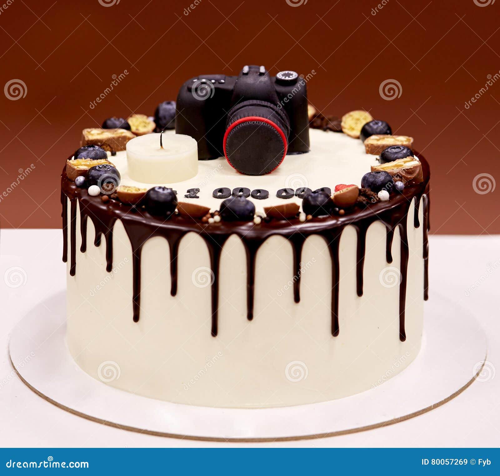 Birthday Cake Photo Camera : Photographers Birthday Cake With A Photo Camera On Top ...
