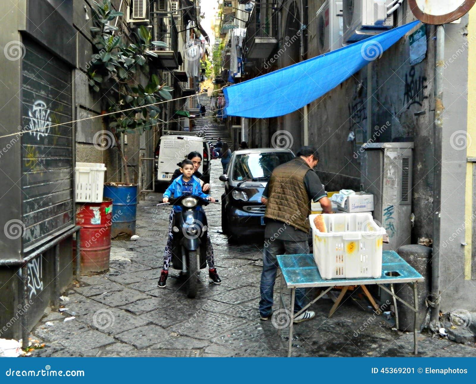 Photographie de rue dans la ville de Naples, tradition, culture