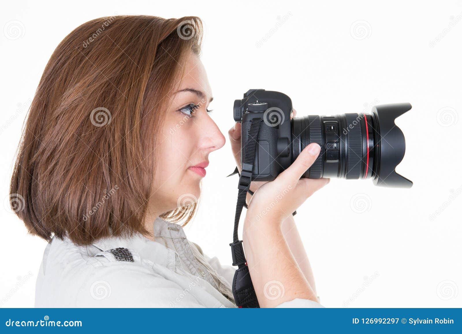 Photos parlantes de profil de jeune femme à l arrière-plan blanc