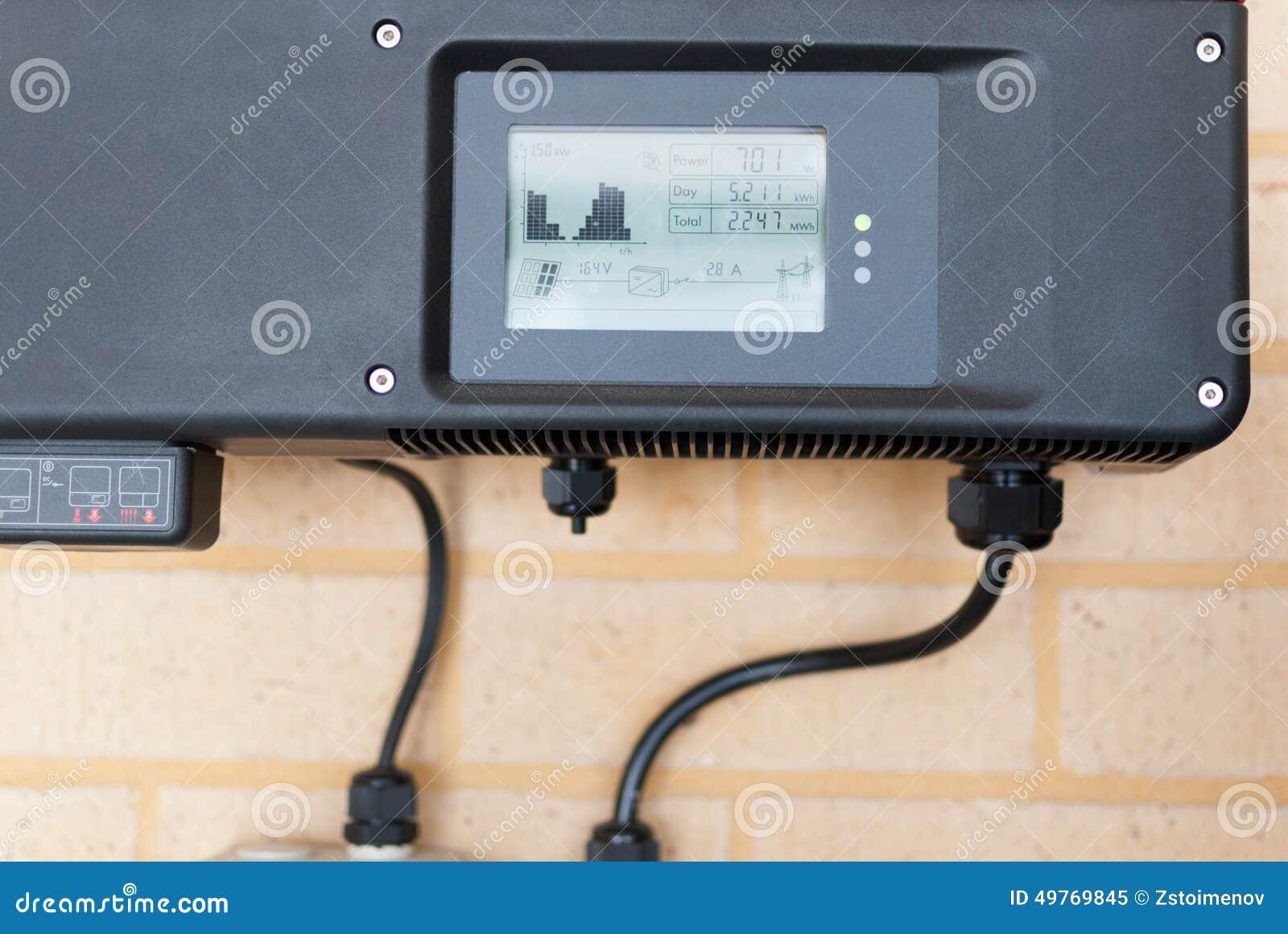 Photovoltaic omschakelaar in een huis wordt geïnstalleerd dat