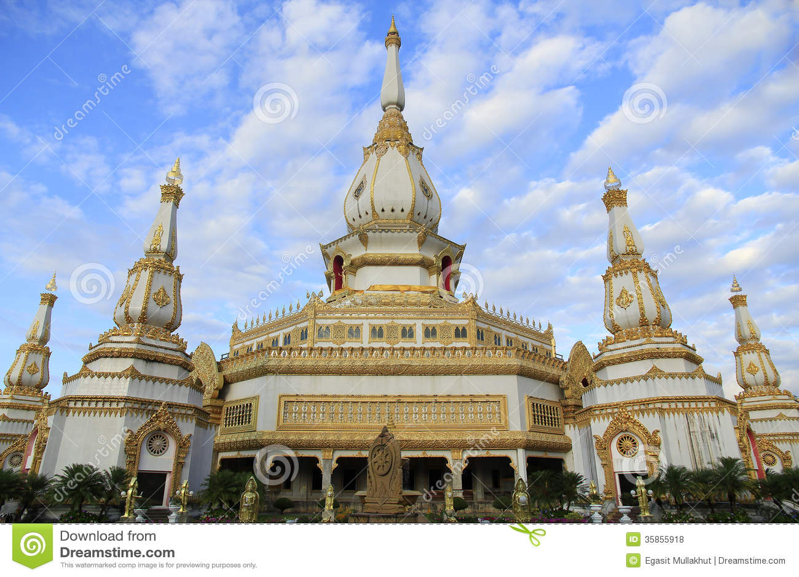 Roi Et Thailand  City pictures : Phra Maha Chedi Chai Mongkol at Roi Et Province, Thailand.