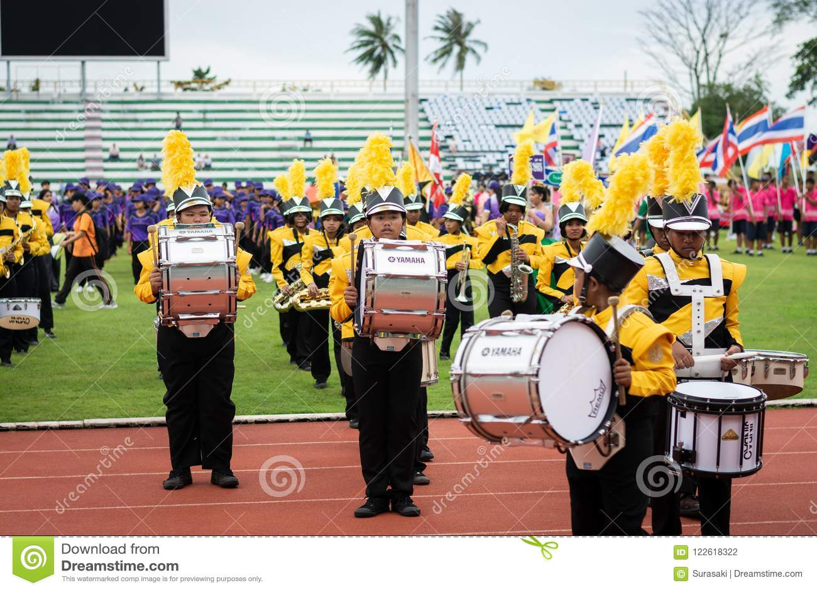 PHUKET, TAILÂNDIA - 12 DE JULHO DE 2018: Parada da banda do stude