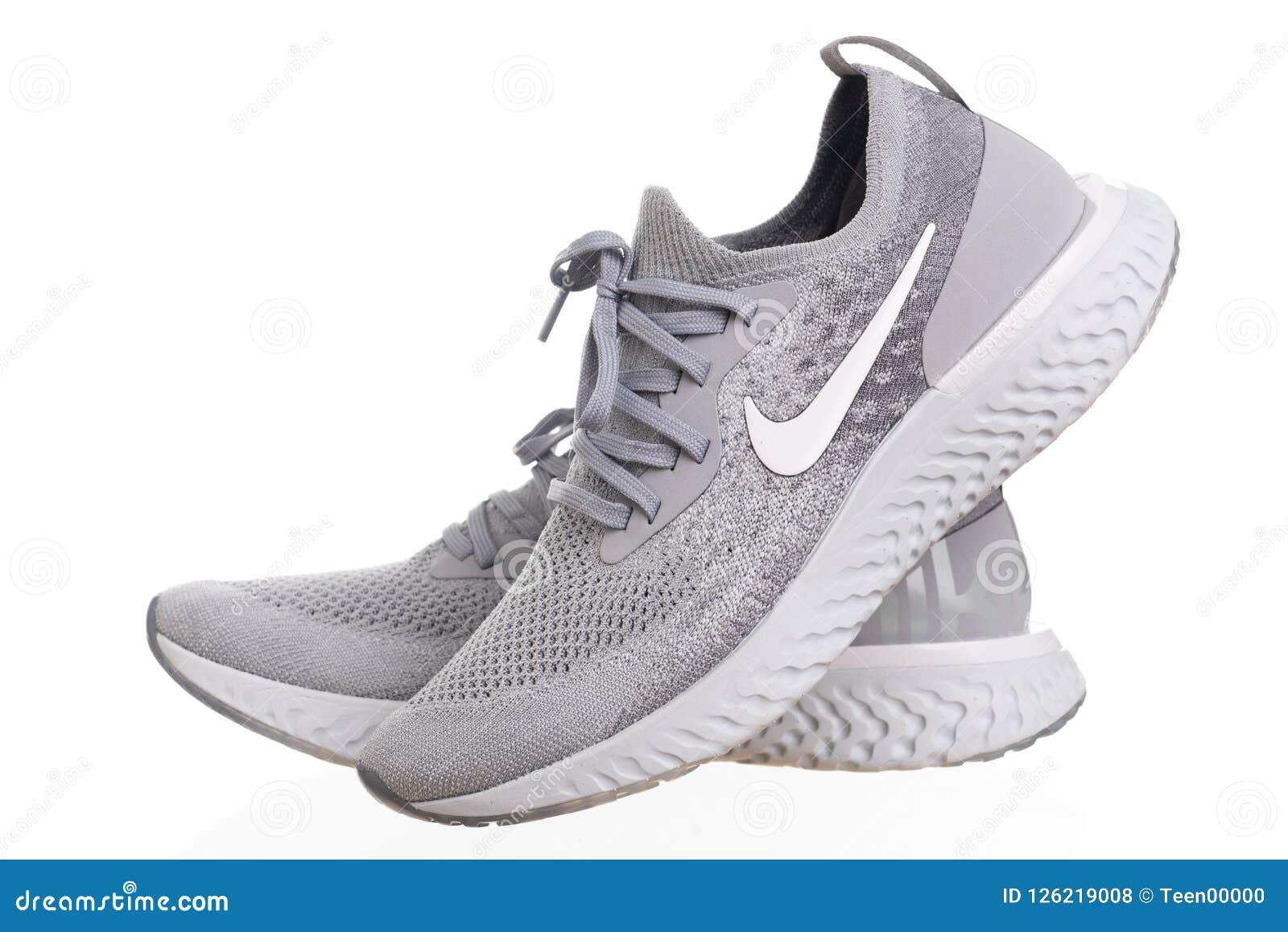 PHUKET, TAILÂNDIA - 21 DE JUNHO DE 2018: Tiro do produto de homens de Nike
