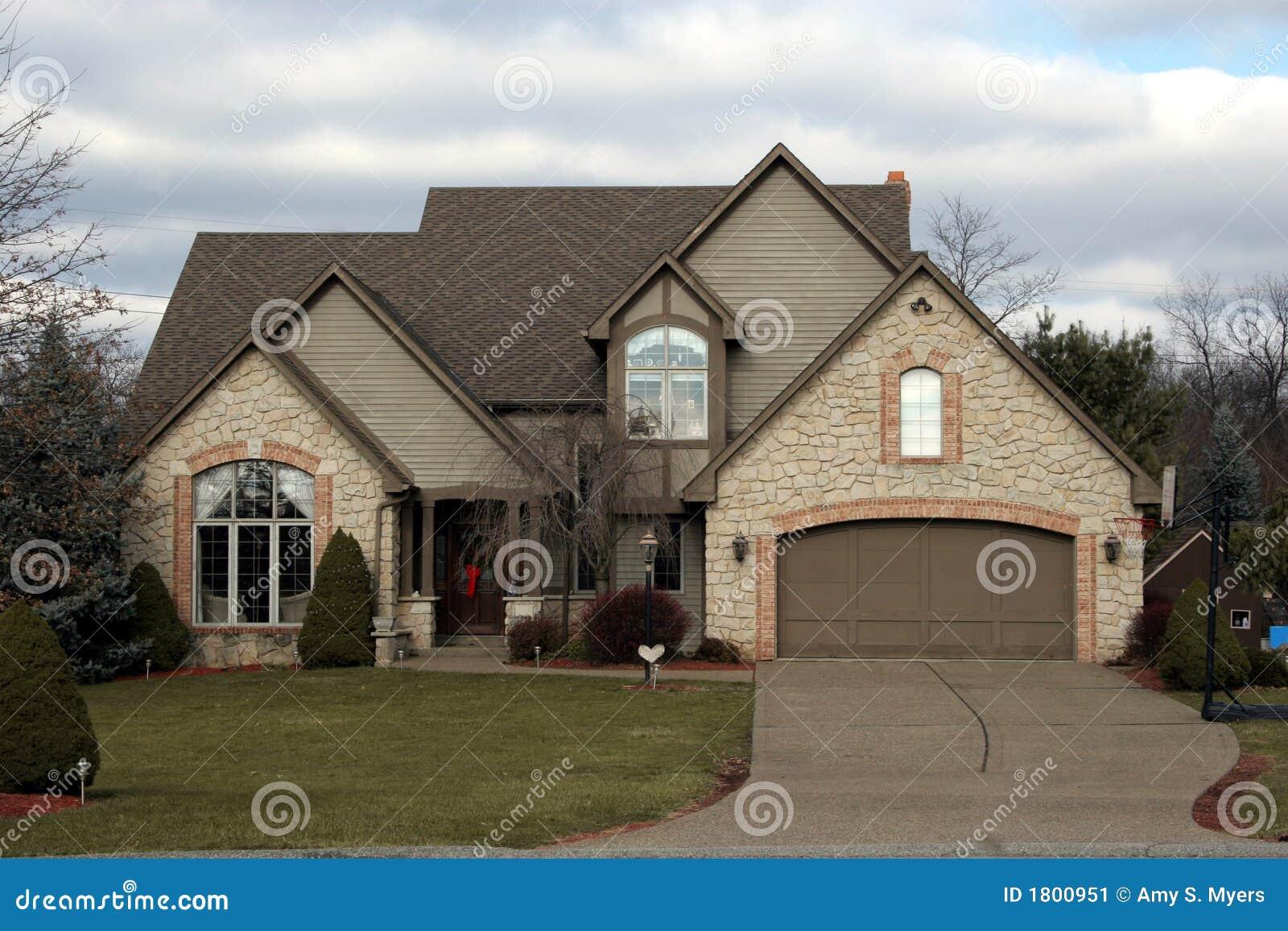 spesso Più Nuova Casa - Stile Di Tudor Immagine Stock - Immagine: 1800951 RG23