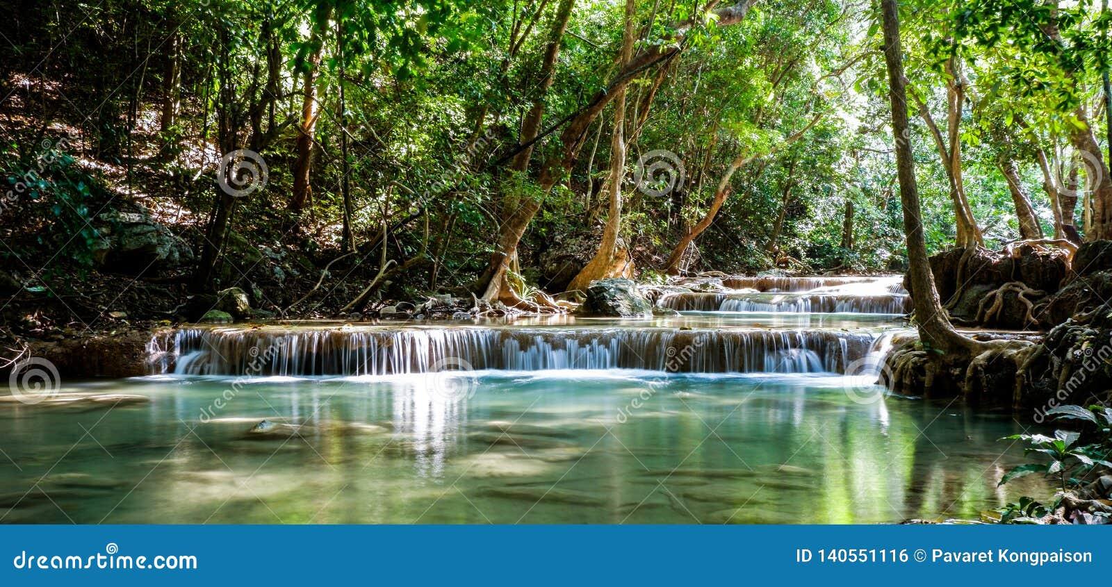 Piękne siklawy w Tajlandia