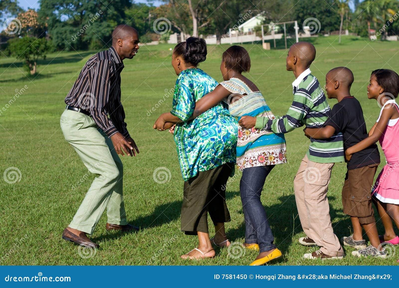 Pièce africaine de jeu de famille