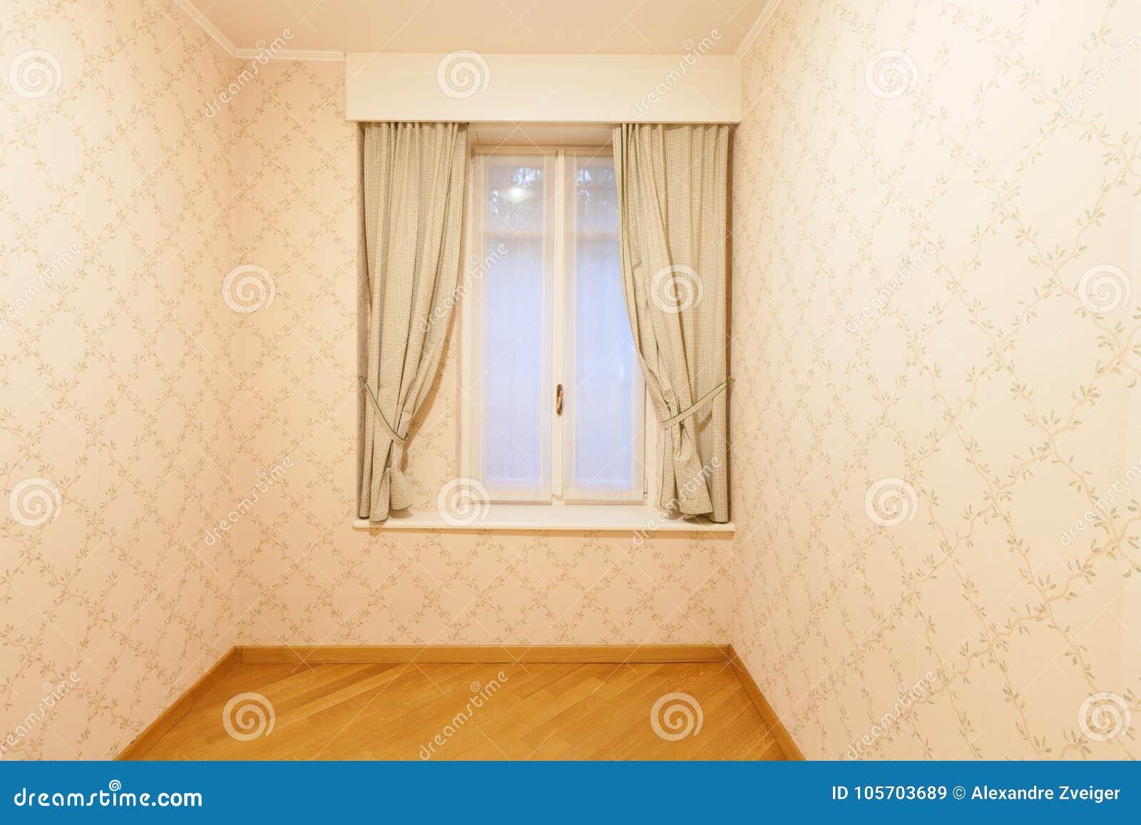 Pièce avec la tapisserie d ameublement sur les murs