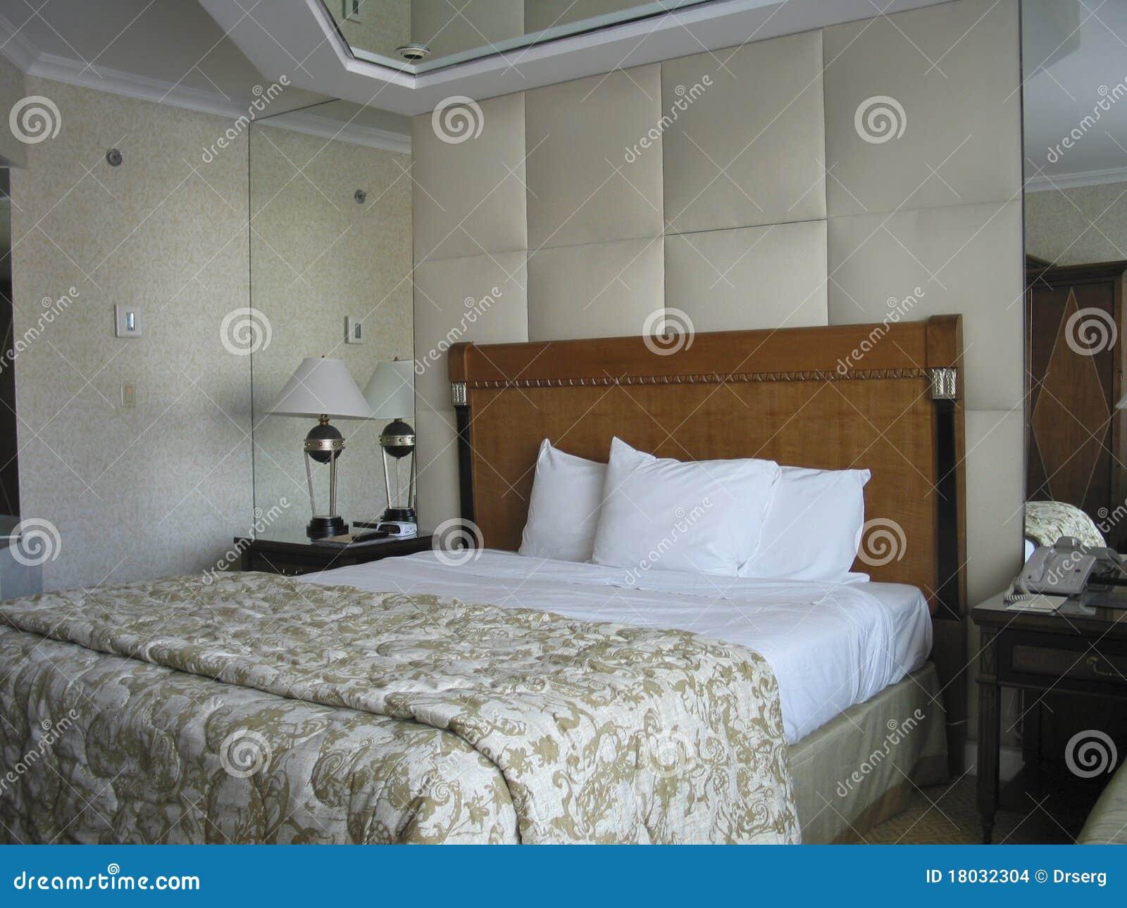 pice avec le bti grand et sur le miroir de plafond