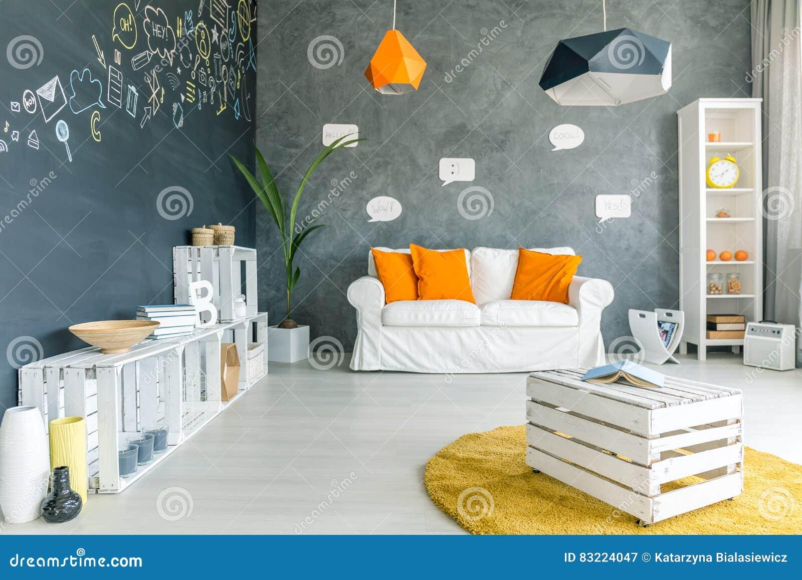 pi ce avec le mur de tableau image stock image du neuf. Black Bedroom Furniture Sets. Home Design Ideas