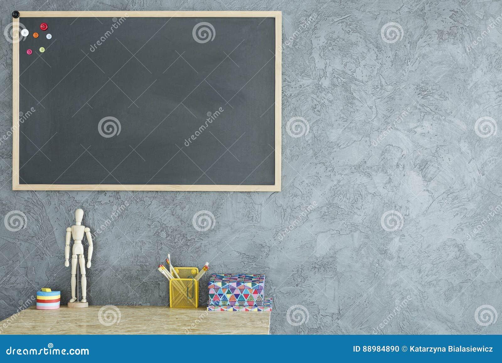 Pièce avec le tableau noir de maquette photo stock image du gris