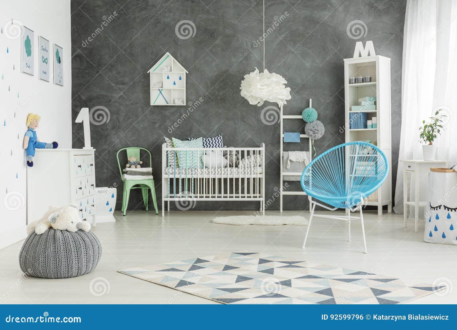 Pièce bien meublée de bébés garçon
