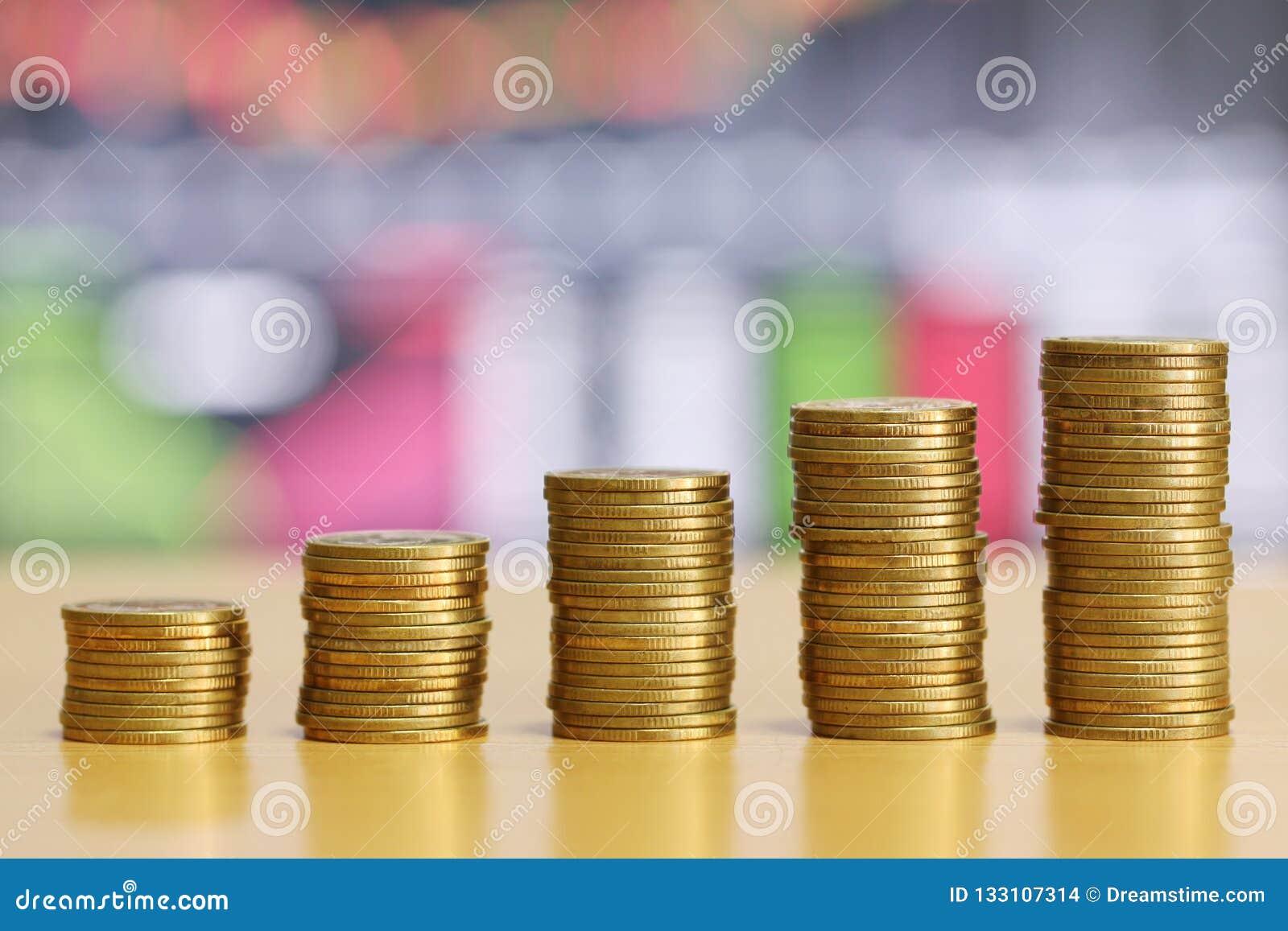 Pièce d or de pile de concept développé financier