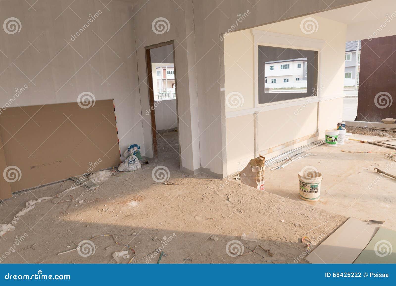 Pi ce dans la maison pendant la construction photographie for Assurance pendant construction maison