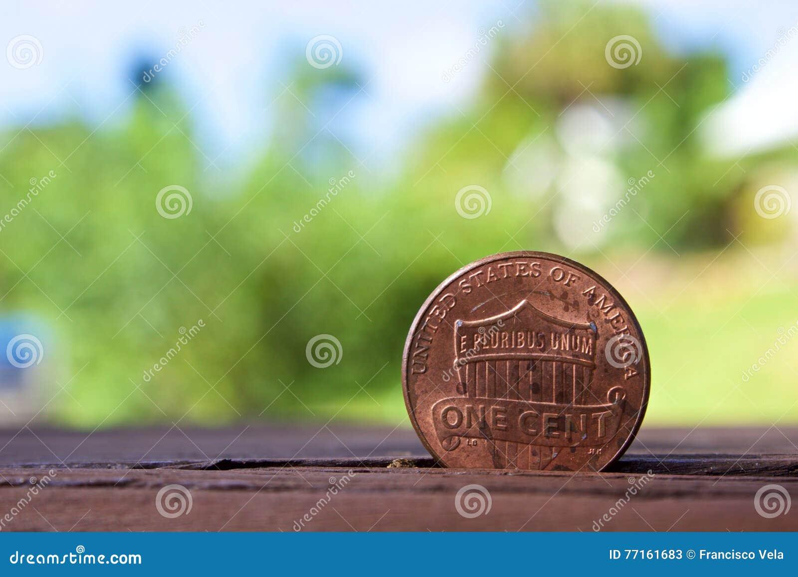 Pièce de monnaie de penny avec le fond de tache floue
