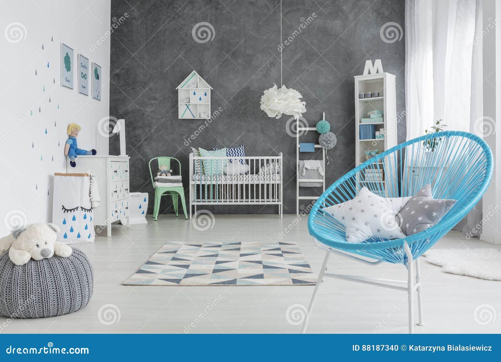 Pièce grise et blanche de bébé