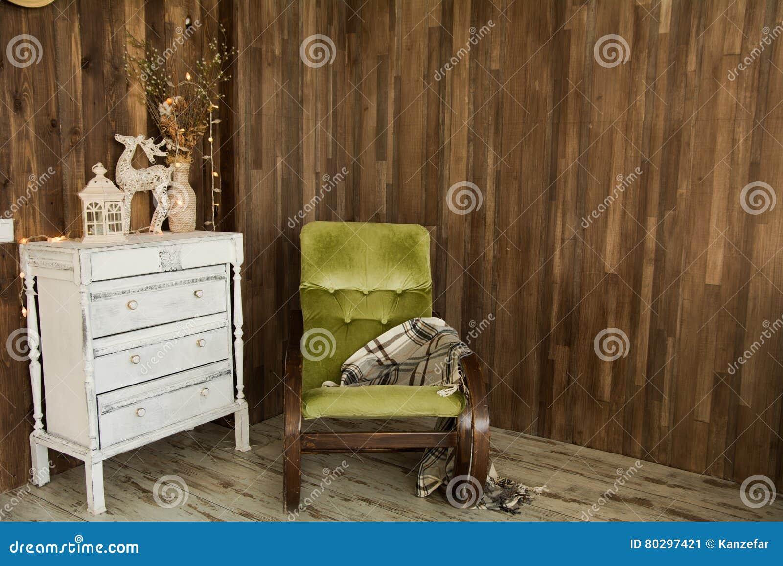 Piece Interieure Avec Le Coffre Des Tiroirs Et D Une Vieille Chaise