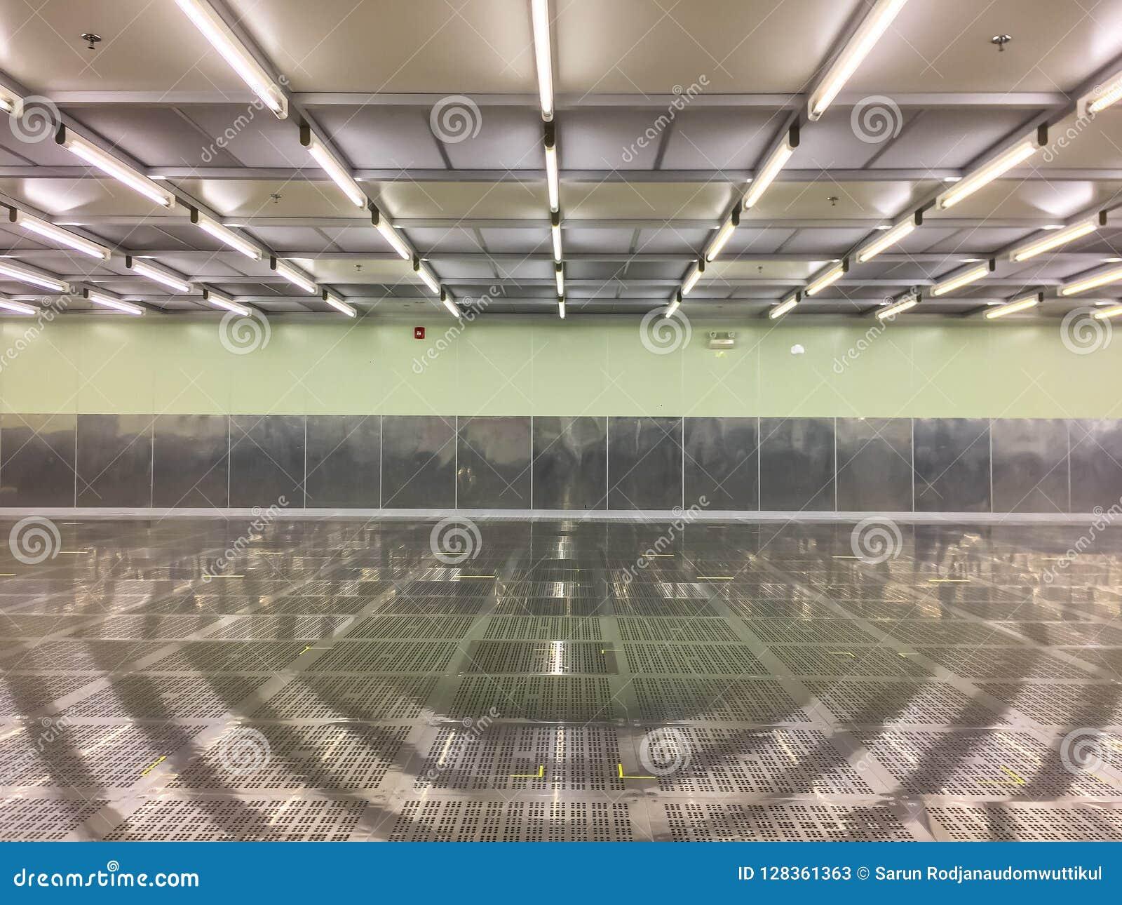 Pièce propre intérieure à l usine, pièce vide, industrielle