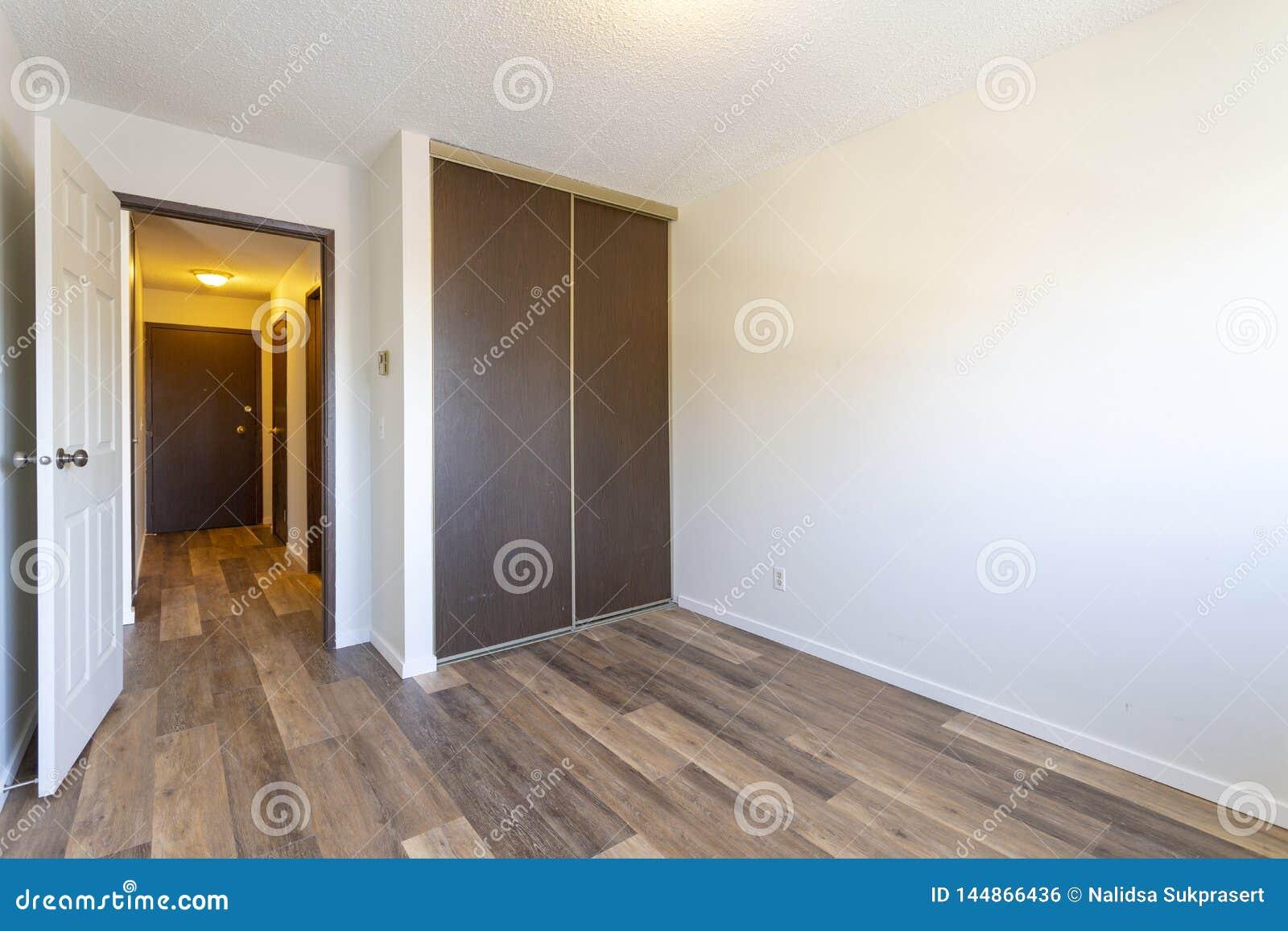Pièce Vide Vide D Appartement Photo Stock Image Du Trappe