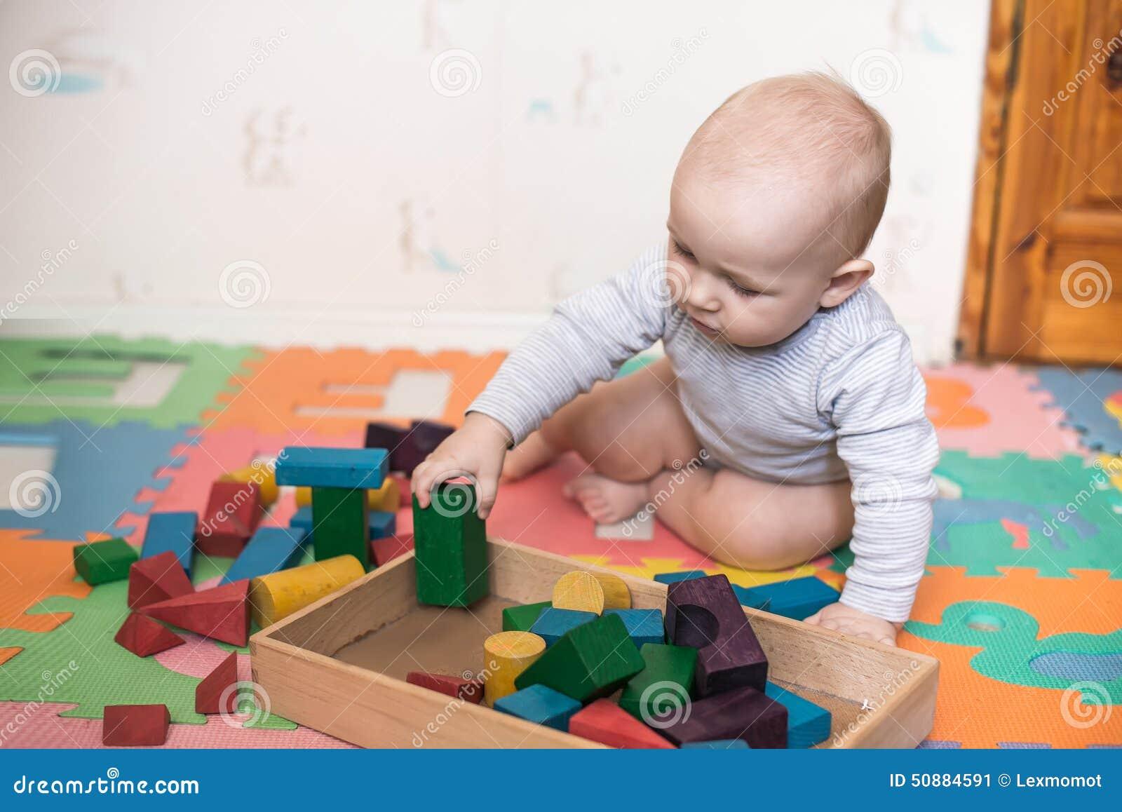 pi ces d 39 enfant avec des blocs de jouet photo stock image 50884591. Black Bedroom Furniture Sets. Home Design Ideas