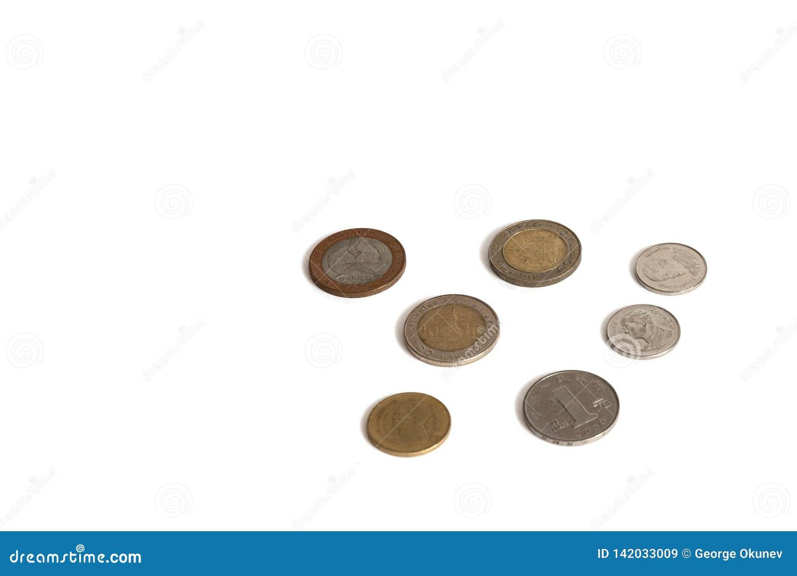 Pièces de monnaie d isolement sur un fond blanc de différentes valeurs