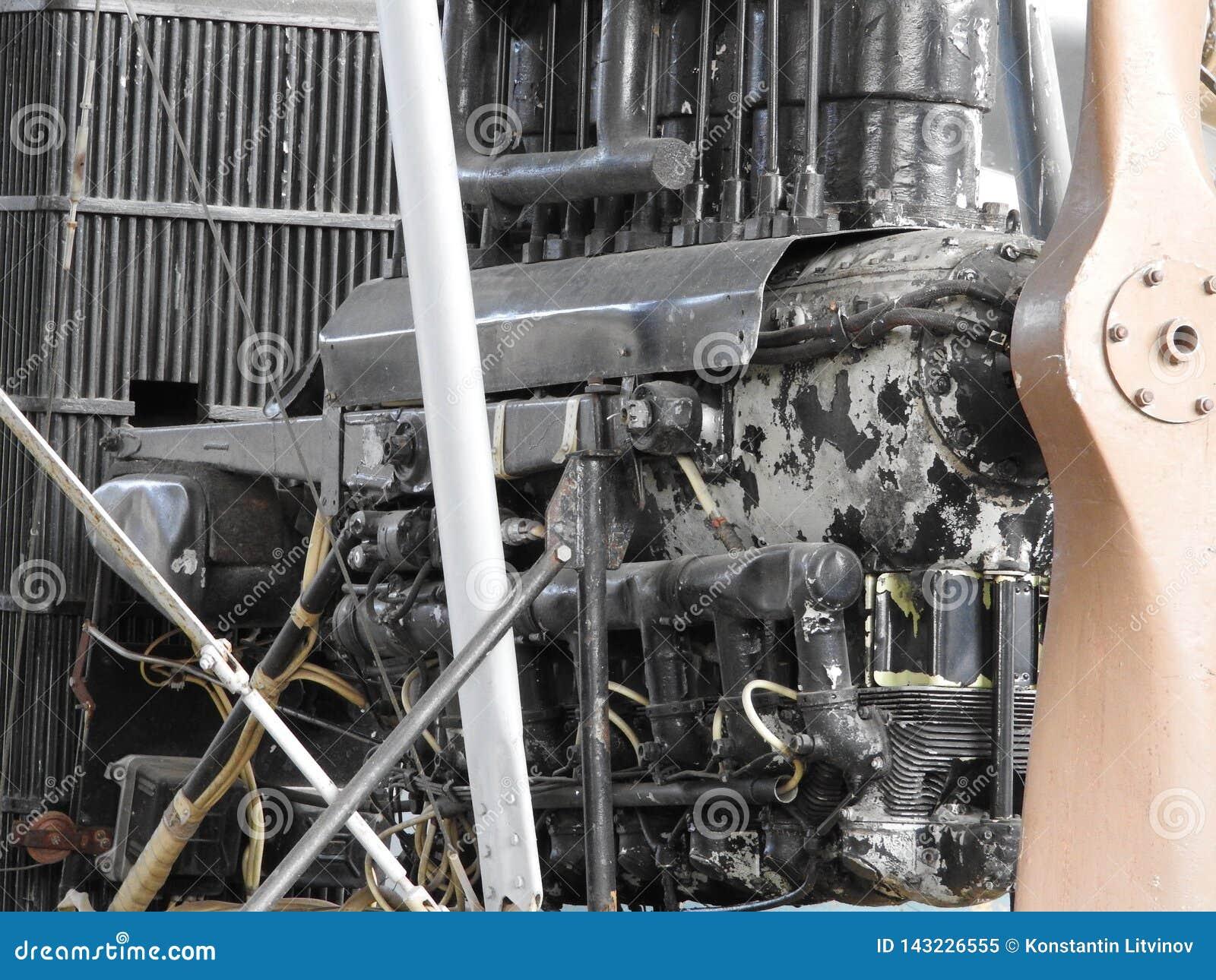 Pièces du vieux moteur d avions Écrous reliant des tubes, becs, cylindres, isolation de la chambre de combustion
