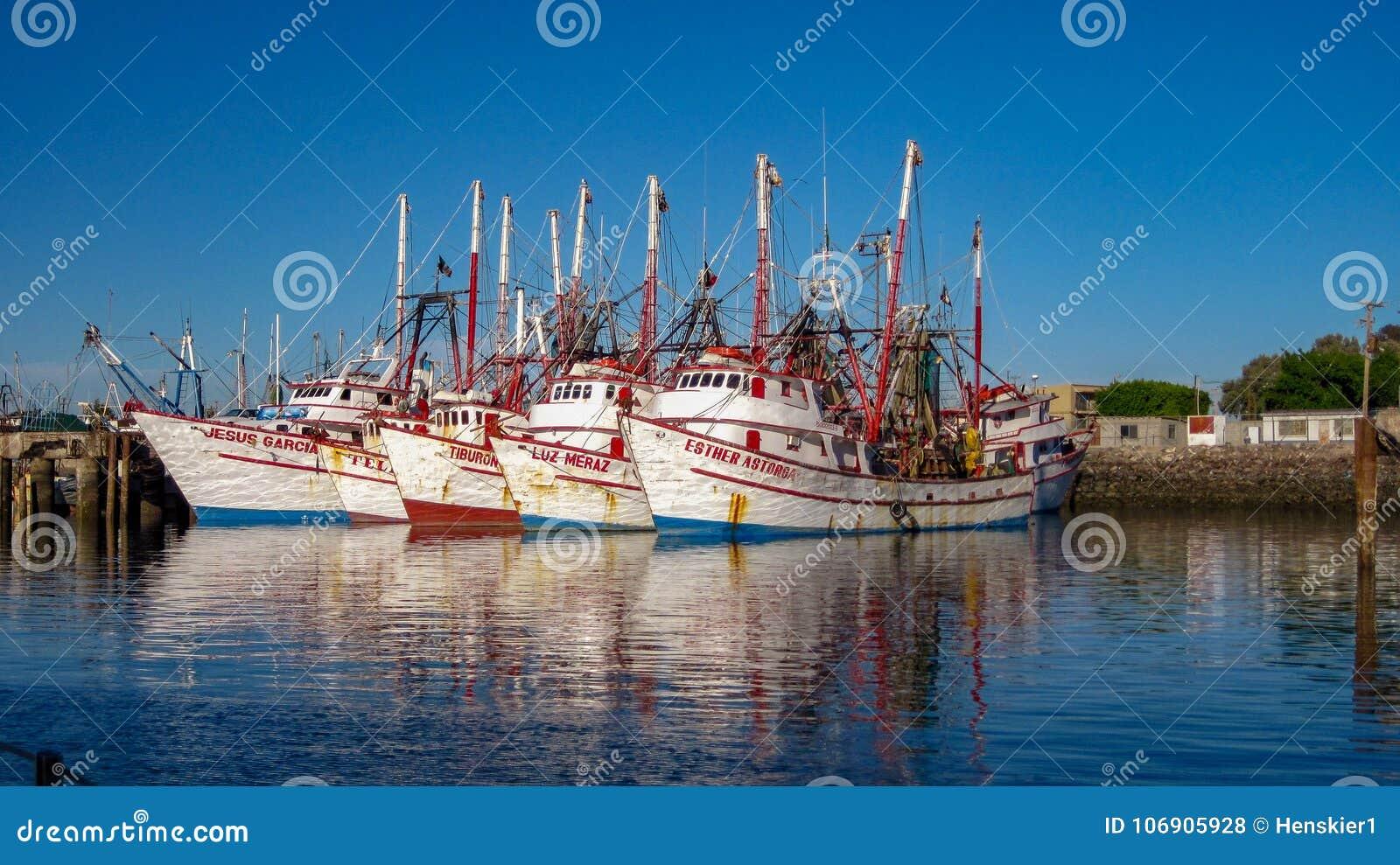 Pięć Krewetkowych łodzi W Skalistym punktu schronieniu, Meksyk