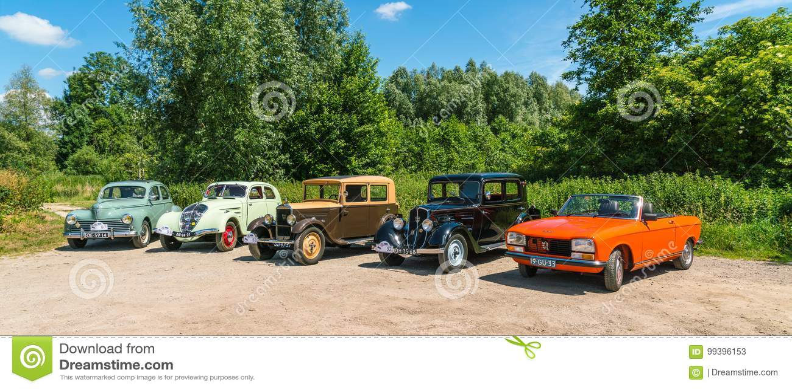 Pięć Peugeot Oldtimers przy rocznym krajowym oldtimer dniem w Lelystad