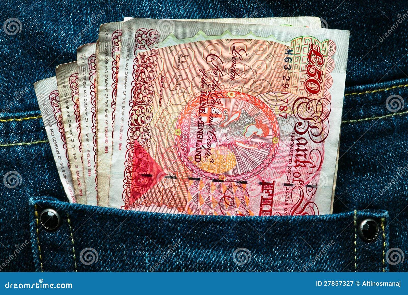 Pięćdziesiąt funtów waluty w kieszeni