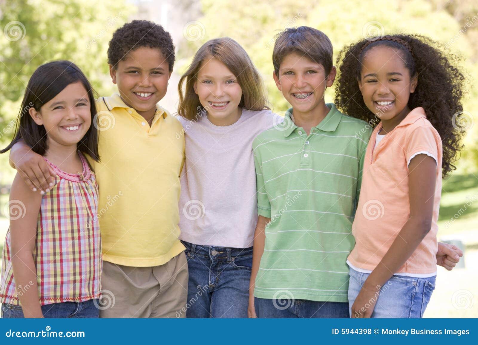 Pięciu przyjaciół na dworze stała się młodo
