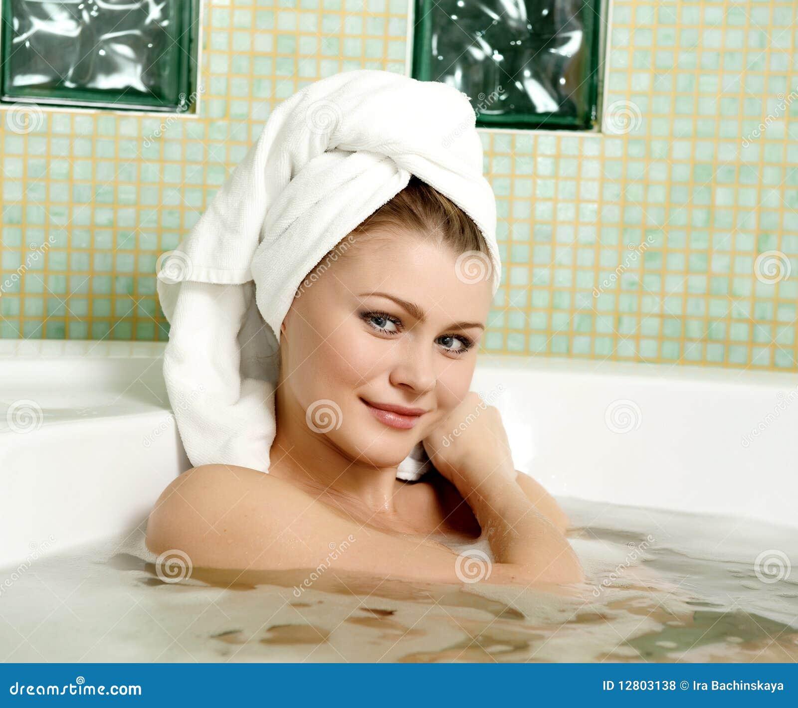 Piękna łazienki kobieta