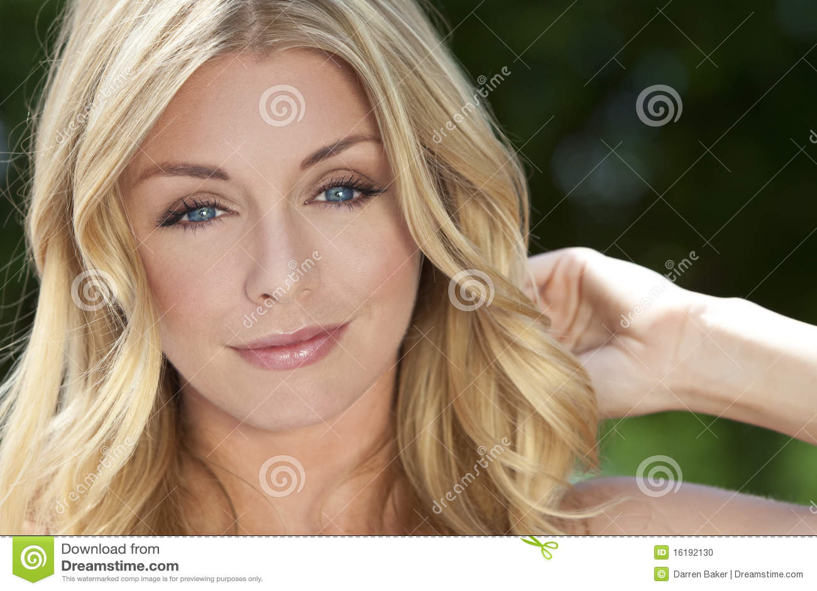 Piękna blond niebieskich oczu naturalni kobiety potomstwa