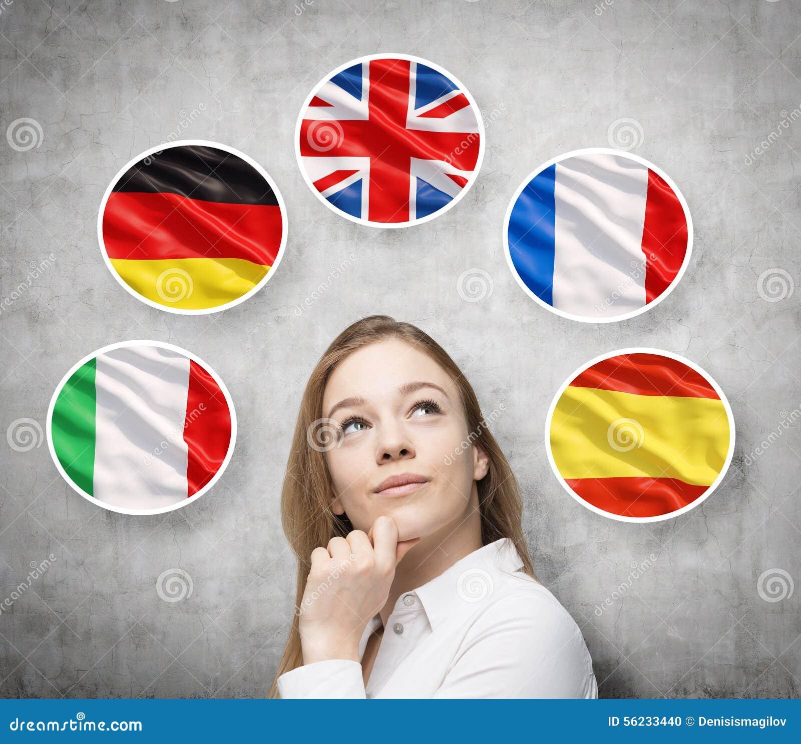 Piękna dama otacza bąblami z kraj europejski flaga włoszczyzna, niemiec (, Wielki Brytania francuz, hiszpańszczyzny,)