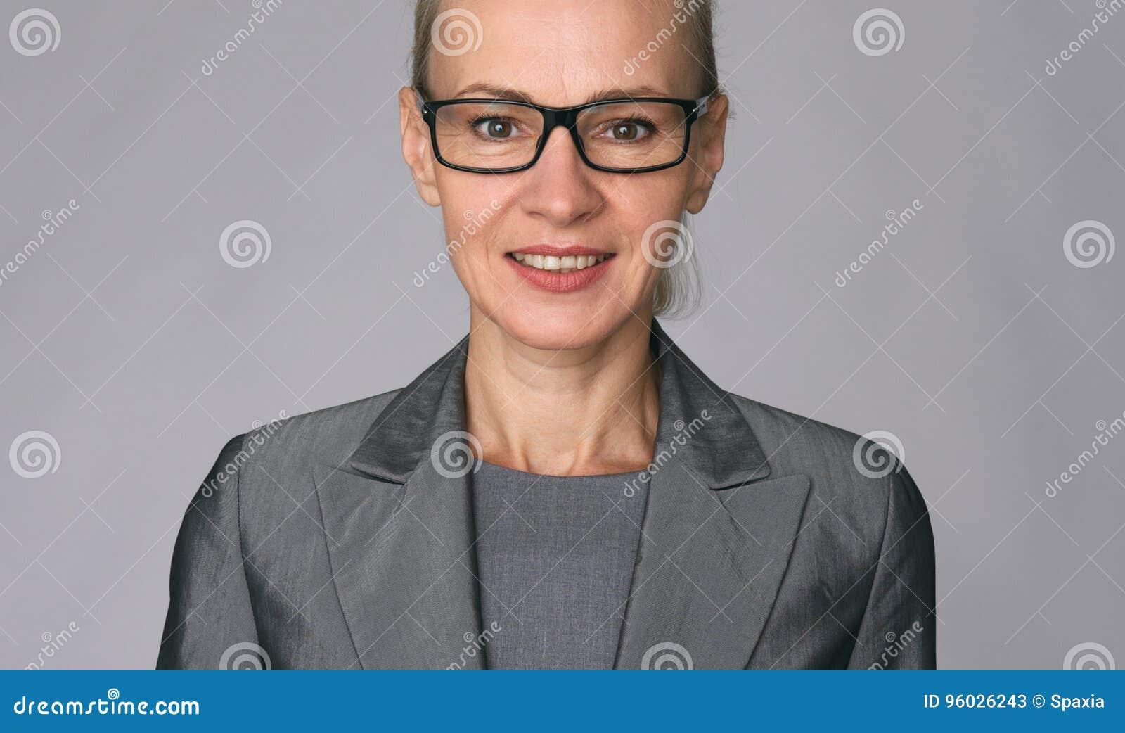 Piękna dojrzała biznesowa kobieta