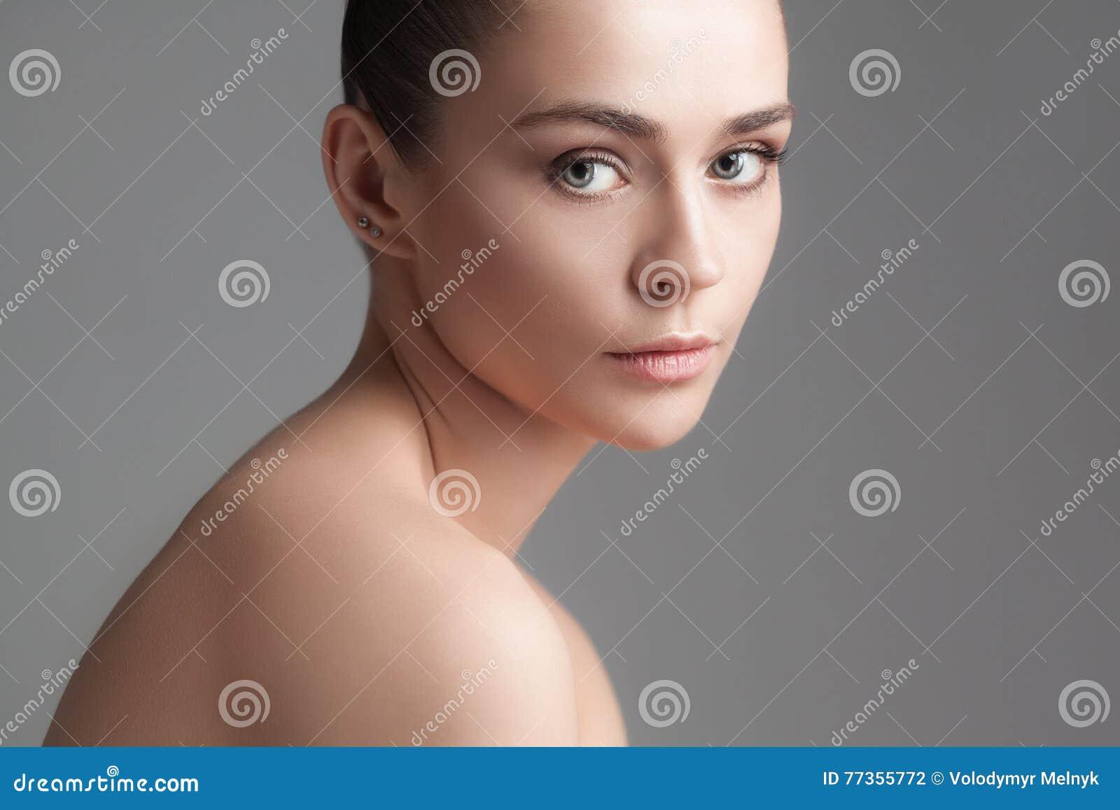 Piękna dziewczyna twarzy idealna skóra